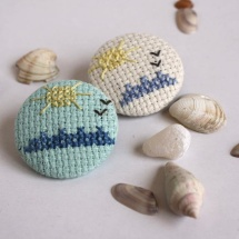 Hand embrodered summer brooches