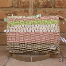 Woven, handmade beauty bag: purse