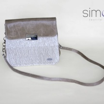 Woven shoulder bag in beige colours