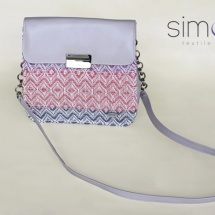 Woven shoulder bag with patterns