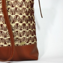neutral shoulder bag with raffia and cottonshoulderbaga1