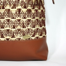 neutral shoulder bag with raffia and cottonshoulderbaga2