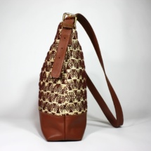 neutral shoulder bag with raffia and cottonshoulderbaga3