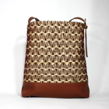 neutral shoulder bag with raffia and cottonshoulderbaga5